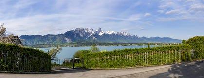 Stockhorn delle alpi di Bernese con il lago Thun che guarda dalla via dentro Fotografie Stock