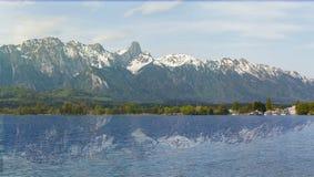 Stockhorn delle alpi di Bernese con il lago Thun che guarda dalla via dentro Fotografia Stock