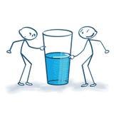 Stockzahl mit dem Glas ist halb voll oder halb leer Stockfoto