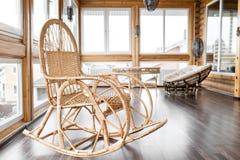 Schommelstoel Op Balkon : Schommelstoel op balkon stock afbeelding afbeelding bestaande uit