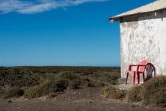 Stoel buiten de vuurtoren van Patagonië in valdesschiereiland Royalty-vrije Stock Fotografie