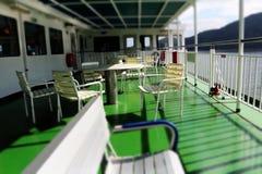 Stoel en Lijst aangaande Veerboot Royalty-vrije Stock Foto