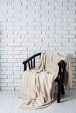 Stoel met deken Stock Afbeeldingen