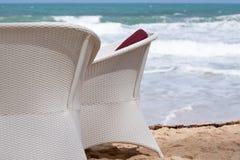 Stoel op het strand Stock Fotografie