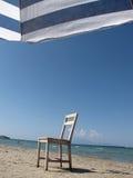 Stoel op het strand Stock Foto's