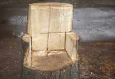 Stoel van hout, met de hand gemaakt die vakmanschap wordt gesneden, Royalty-vrije Stock Foto's