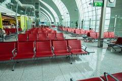 Stoelen in de luchthaven Stock Foto's
