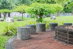 Stoelen in de tuin Royalty-vrije Stock Foto's