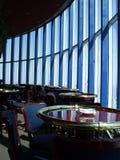 Stoelen in een luxerestaurant Royalty-vrije Stock Foto's