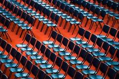 Stoelen in een publiek Stock Foto's