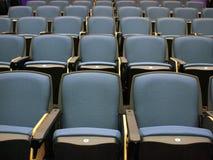 Stoelen in lezingszaal Stock Foto