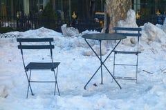 Stoelen op de Sneeuw Stock Foto