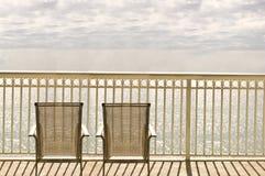 Stoelen op een balkon Stock Foto