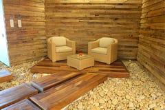 Stoelen op houten platform Royalty-vrije Stock Afbeelding