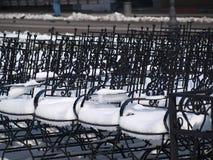 Stoelen in sneeuw 1 Stock Foto's