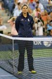 Stoelscheidsrechter Marija Cicak vóór eerste ronde gelijke tussen Serena Williams en Taylor Townsend bij US Open 2014 Stock Fotografie