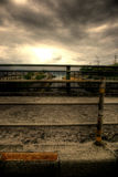 Stoep onder donkere wolken Stock Afbeelding