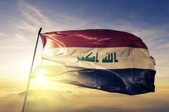 Stof die van de de vlag textieldoek van Irak de nationale op de bovenkant golven stock illustratie