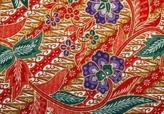 Stof met bloemenbatikpatroon Stock Foto's