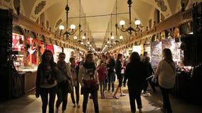 Stoff Hall in Krakau nachts stock video