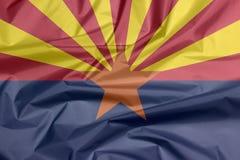 Stoffenvlag van Arizona Vouw van de vlagachtergrond van Arizona, de staten van Amerika royalty-vrije illustratie