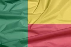 Stoffenvlag van Benin Vouw van de vlagachtergrond Van Benin vector illustratie