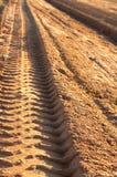 Stoffige grintweg met afdruk stock foto