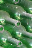 Stoffige groene flessen Stock Fotografie