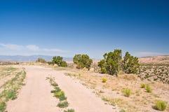 Stoffige hoge woestijnweg Royalty-vrije Stock Afbeeldingen