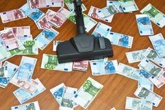 Stofzuiger op vloer met euro bankbiljetten Stock Afbeelding
