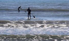 Stoi up Paddlers w zatoce palma w wyspie Mallorca zdjęcia stock