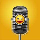 Stoi up programa komediowego plakat z mikrofonem i uśmiechniętą twarzą Humoru wydarzenia wektoru tło ilustracji