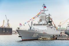 Stoikiy-Kriegsschiff auf Neva, Steregushchy-Klasse Korvette Lizenzfreie Stockbilder