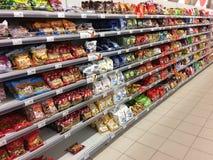 Stojak cukierek w sklepie Listopad 10, 2017, Rosja, miasto Zdjęcia Stock