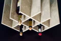 Stojak dla wino butelek obraz stock
