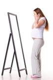stojak lustrzana ciężarna kobieta Obraz Royalty Free