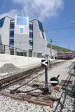 Stojaka pociąg który opuszcza szczyt góra Generoso Zdjęcie Royalty Free