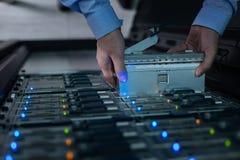Stojaka serwer bierze z przechowywania danych Zdjęcia Royalty Free