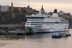 STOKCHOLM, SWEDEN-OCTOBER 26 :轮渡北欧海盗线被停泊在停泊在市斯德哥尔摩,瑞典2016年10月26日 免版税库存照片