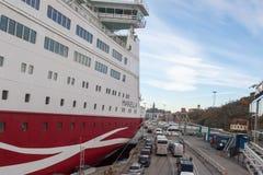 STOKCHOLM SWEDEN-OCTOBER 26: Färjan Viking Line förtöjas på förtöja i staden av Stockholm, Sverige OKTOBER 26 2016 Royaltyfria Foton