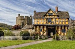 Stokesaykasteel Gatehouse, Shropshire, Engeland royalty-vrije stock afbeelding