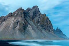 Stokksnes和Vestrahorn南冰岛美好的山和风景 免版税库存图片