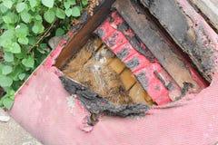 Stol brändes den abstrakta detaljen avbildar brandkatastrof fotografering för bildbyråer