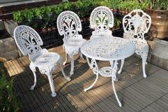 stolar arbeta i trädgården tabellen Royaltyfria Bilder