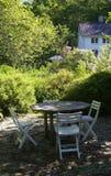 stolar arbeta i trädgården tabellen Fotografering för Bildbyråer