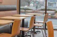 Stolar för Dunkin donutsrestaurang Fotografering för Bildbyråer