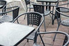 stolar tömmer tabeller fotografering för bildbyråer
