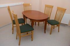 stolar table trä arkivbild