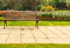 Stolbänken i hösten parkerar Royaltyfri Fotografi
