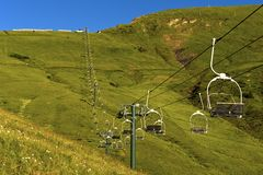 Stolelevator på Mont Joly i sommar fotografering för bildbyråer